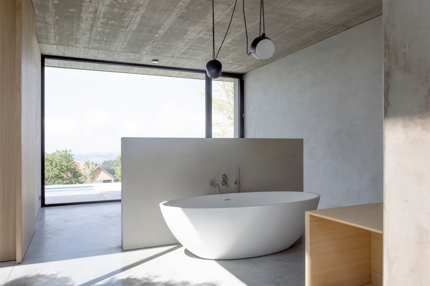 Beton im Bad (fugenlose Böden, Möbel, Paneel, Wannen, Becken)